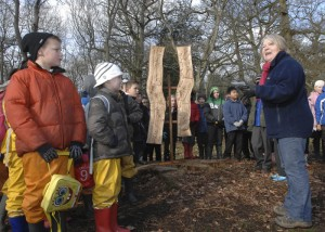 Singing around the OneOak sculpture