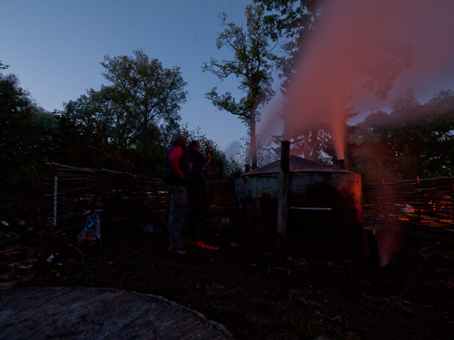 As the night sets in the draw of air changes in the kiln. Now hot smoke pours from the side chimneys.