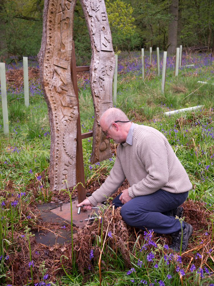 Simon Clements installs the OneOak memorial sculpture