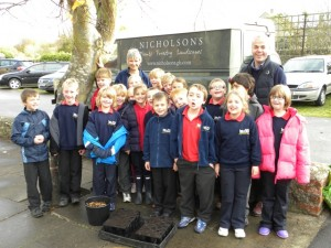 Niel Nicholson with Bladon Primary Years 3 and 4 children and teacher Carolyn Thorne